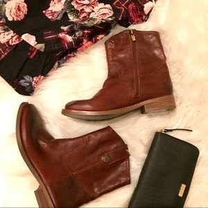 NWOB Vince Camuto leather booties
